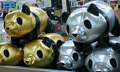 金のパンダ?銀のパンダ?